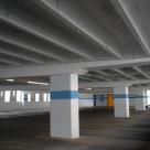 Пол крытого паркинга. Материал - высокопрочный наливной промышленный пол АЛЬФАПОЛ К - маслобензостойкий, водостойкий самовыравнивающийся ровнитель.