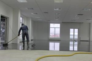 АЛЬФАПОЛ КС в Пулково 3 - укладка ровнителя самовыравнивающегося