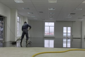 Укладка ровнителя самовыравнивающегося АЛЬФАПОЛ КС в Пулково 3