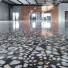 mozaichniy-terraccio-mramornyj-pol
